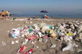 Se i rifiuti diventano il souvenir dalla Sicilia,protesta turista a Gela