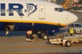 Ryanair, novità per i bagagli a mano: dal 15 gennaio trolley in stiva gratis