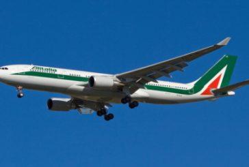Alitalia, offerte vincolanti il 2 ottobre mentre crescono prenotazioni lungo raggio