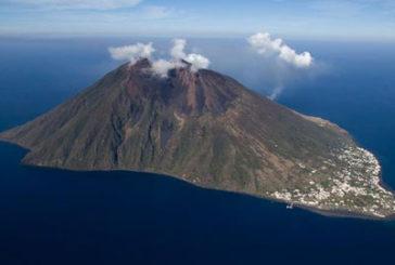 Stromboli intensifica attività esplosiva, attesi turisti per Capodanno