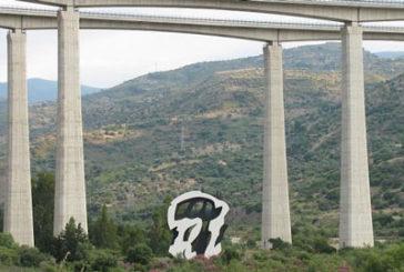 Continua la rigenerazione delle sculture alla Fiumara d'Arte