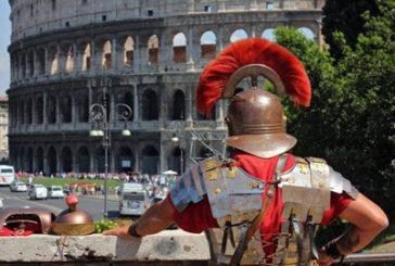 Nuovo regolamento per il rispetto di Roma: daspo, stop centurioni e tuffi in fontane