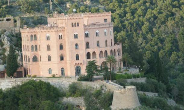Palermo, il castello Utveggio illuminato. Musumeci: