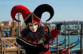 Carnevale di Venezia, si va verso il numero chiuso. Proteste per ressa primo giorno