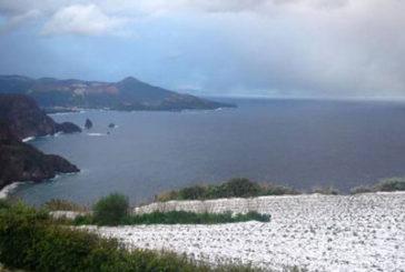 Maltempo nelle Eolie, neve anche a Lipari e collegamenti difficili