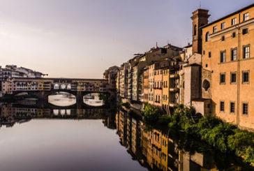 'Firenze non è in vendita', striscione su Ponte Vecchio  contro turismo eccessivo