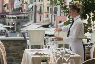 Giovane, donna e cosmopolita: Fipe traccia identikit di chi lavora in bar e ristoranti