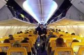 Calo pressione a bordo di un aereo Ryanair, 33 in ospedale