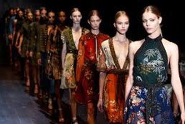 Milano Fashion Week, turisti spagnoli al top tra i 'fashion victim'
