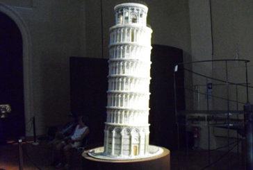 In mostra la copia in alabastro della Torre di Pisa, poi volerà in Giappone