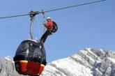 Tutti salvi i turisti bloccati sulla funivia dopo una notte a 3000 metri di altezza