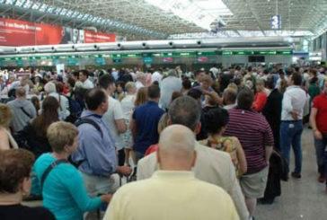 Raddoppiano i voli che hanno subito disagi: vacanze estive rovinate per 500 mila
