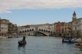 Venezia, conto salato al ristorante. Turista scrive a Brugnaro