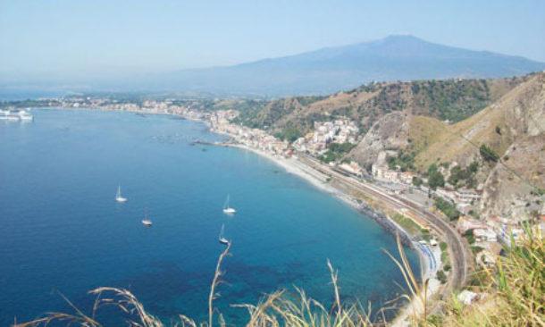 Taormina, elipista piscina, proseguono i lavori in vista del G7