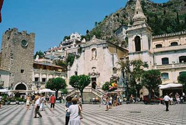 Gli italiani trascorreranno il Natale nel Belpaese: Taormina la città più prenotata