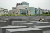 Sito tedesco contro selfie turisti al memoriale Olocausto