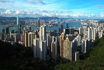 Tifone investe la Cina: a Hong Kong i grattacieli ondeggiano, a Macao casinò chiusi