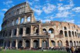 Roma, minaccia di buttarsi dal Colosseo per protesta contro multa a 'salta-file