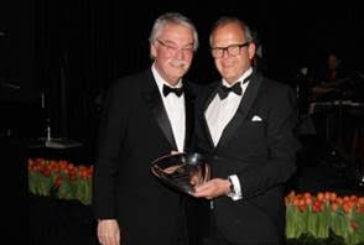 Premio alla carriera a Wiedemann, direttore del Badrutt's Palace