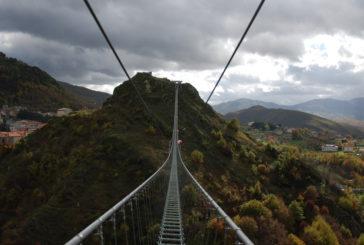 Un ponte tibetano sospeso nel vuoto: ecco la nuova attrazione della Basilicata