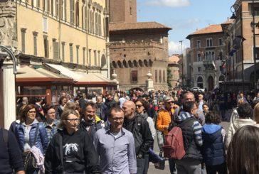Confesercenti: si chiude anno record, nel 2017 oltre 420 milioni presenze
