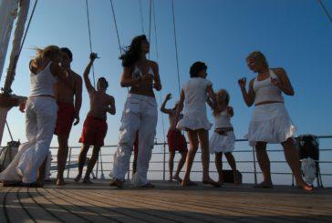Le Cicladi si scoprono dal mare con il Sailing Village di Eden Village Premium