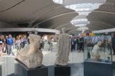 Tre statue romane di Ostia Antica in mostra all'aeroporto di Fiumicino