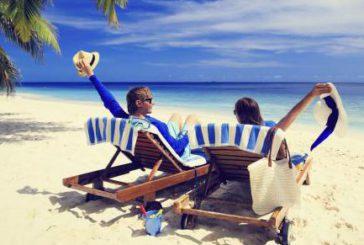 Vacanze estive per più italiani ma calano durata e budget