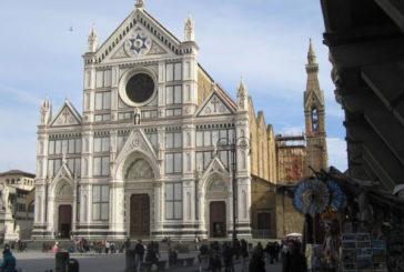 A Firenze cordone antibivacco anche sul sagrato della basilica di S.Croce