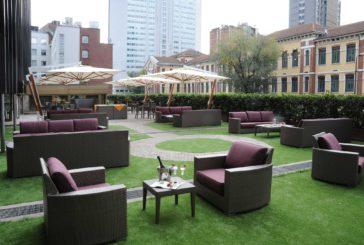 Aperitivi glamuor nella terrazza dell'Hilton Milan