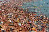 Assalto delle spiagge in Liguria, a Laigueglia scattano controlli e divieti