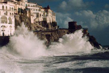 Costiera Amalfitana, turista muore travolta da onda mentre fa trekking