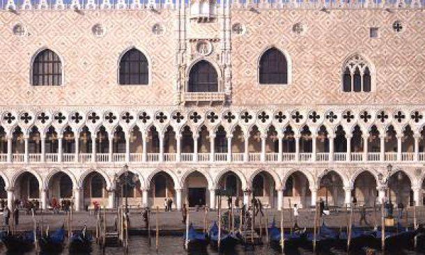 Boom di turisti cinesi: 129 milioni nel mondo, 1,5 solo in Italia