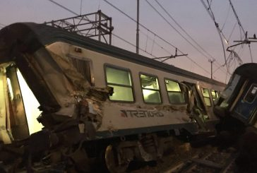 Cede rotaia: treno deraglia a Milano. Tre morti e un centinaio di feriti