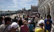 Venezia, stretta sul turismo-cafone tra Daspo urbano e multe fino a 500 euro