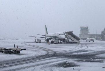 Maltempo: chiuso aeroporto d'Abruzzo fino alle 15, voli cancellati