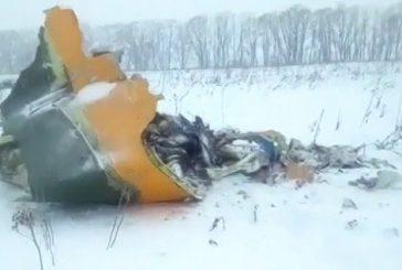 Si schianta aereo a Mosca, 71 morti. Sconosciute le cause del disastro