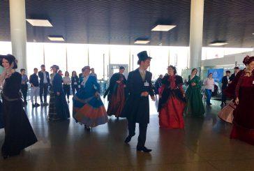 Flash mob a Fontanarossa tra abiti d'epoca, Bellini e musica pop