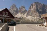Tornelli anche sulle Dolomiti: numero chiuso a Passo Sella contro turismo di massa
