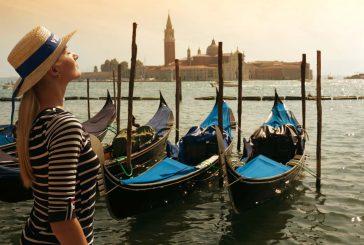 Venezia finisce in Lombardia in t-shirt inglesi. Caner: usano denominazione asburgica