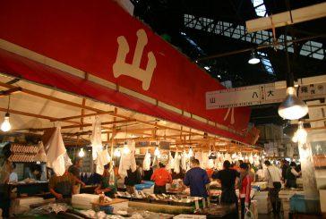 Troppi turisti a mercato pesce di Tokyo, ridotto l'orario di visita