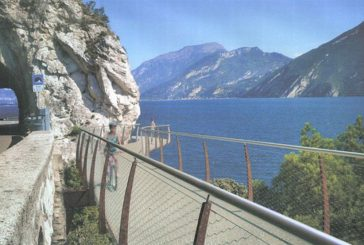 Toninelli inaugura la pista ciclopedonale a strapiombo su Garda
