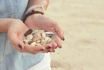 Multa da 1000 euro a turista inglese per aver preso sabbia in Sardegna