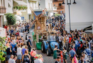 Si chiude 61^ Festa dell'Uva di Verla di Giovo con il trionfo del carro dedicato a Leonardo