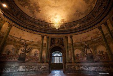 Bagheria, Villa Palagonia apre per le visite serali e ospita mostra di abiti d'epoca