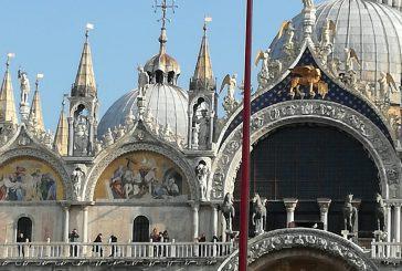 Venezia protegge San Marco dalle acque alte con palloni speciali