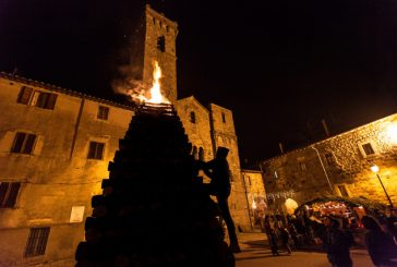 Ad Abbadia San Salvatore a Natalesi celebra un rito ancestrale legato al fuoco