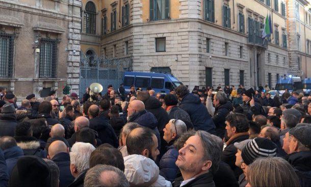Ncc e taxi insieme all'Esquilino, a Roma: