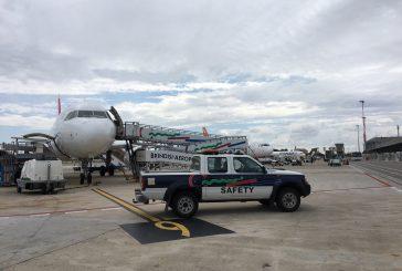 AdP chiarisce dopo le polemiche su secchiate d'acqua su volo Ryanair