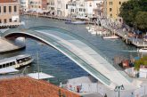 Venezia, sostituito vetro Ponte Calatrava: troppo fragile